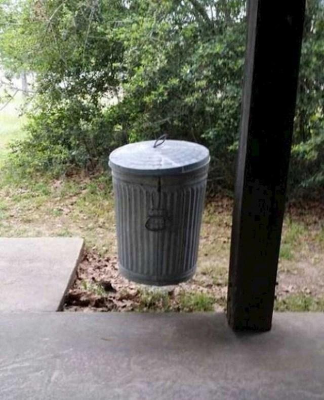 Izgleda li i vama ova kanta za smeće kao da lebdi?