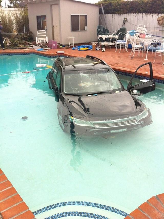 Netko je poslao auto na kupanje...