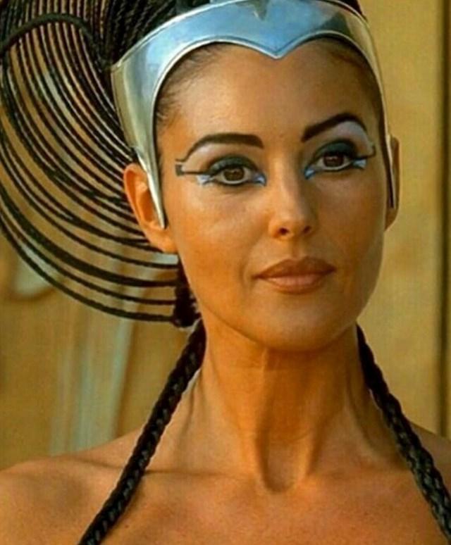 Monica Bellucci — Asterix i Obelix: Misija Kleopatra (2002)