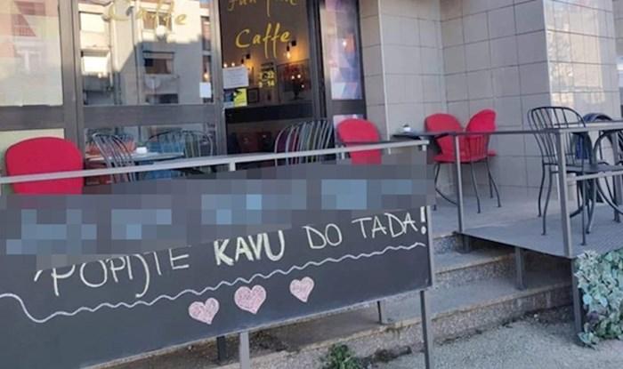Kafić je nasmijao prolaznike svojim natpisom, pogledajte kako su čekali Novu godinu i izbore