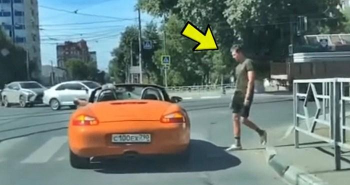 VIDEO Lik u kabrioletu se zaustavio točno na zebri, muškarac mu se osvetio na genijalan način