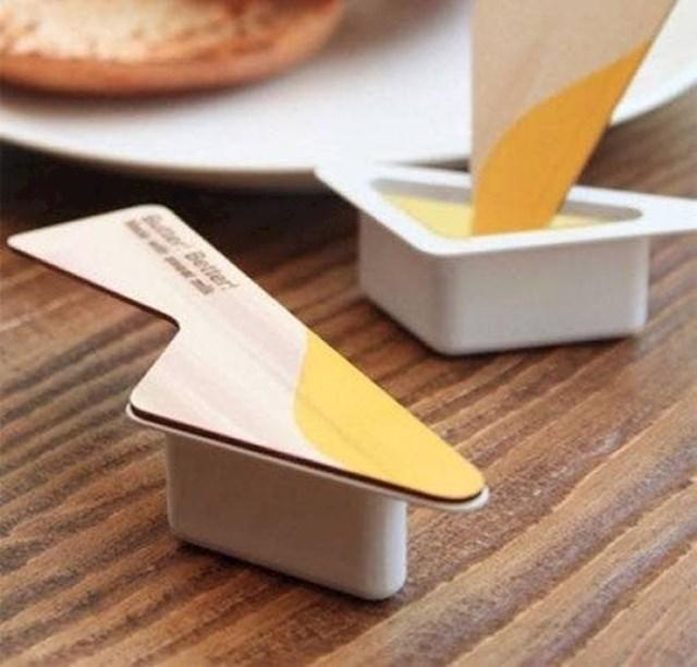 Male porcije maslaca s jednokratnim drvenim nožićem