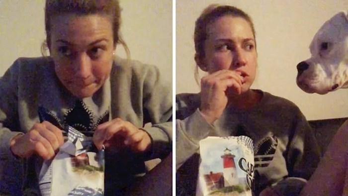 Žena je pokušala jesti grickalice dok pas spava, snimila je smiješan video i otkrila što se dogodilo