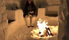 Par je iskoristio ogromne količine snijega kako bi napravili nešto što je oduševilo susjede