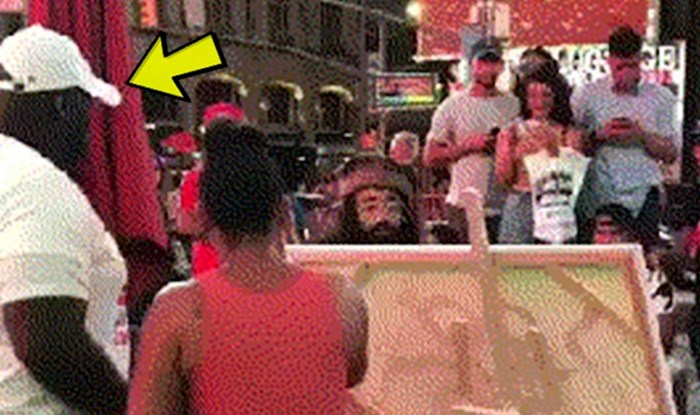 Ulični izvođač je htio nasmijati prolaznike, no onda je reakcija muškarca šokirala okupljene