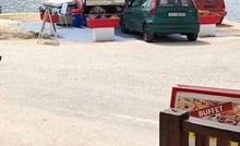 Dalmatinac je našao hlad i bezbrižno parkirao auto na potpuno neprimjerenom mjestu