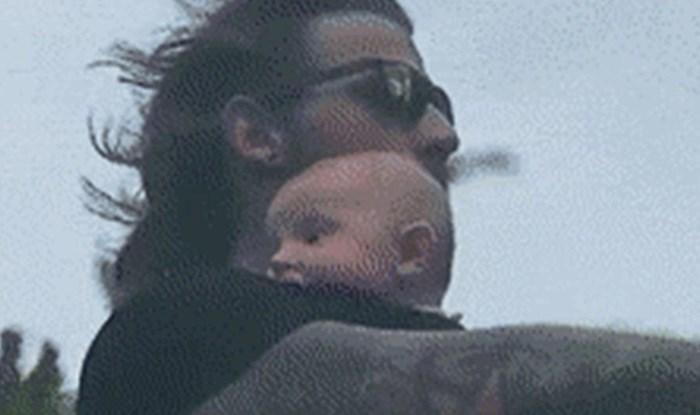 """Beba je bila skroz nezaštićena, a onda su otkrili pravu istinu o ovoj """"opasnoj vožnji"""" na motoru"""
