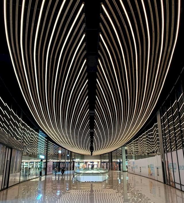 Strop u ovom shopping centru izgleda spektakularno...
