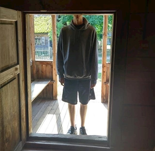 """""""Moj brat se nedavno preselio u Litvu. Visok je 1,98 m. Poslao je sliku koja pokazuje da je naišao na probleme..."""""""