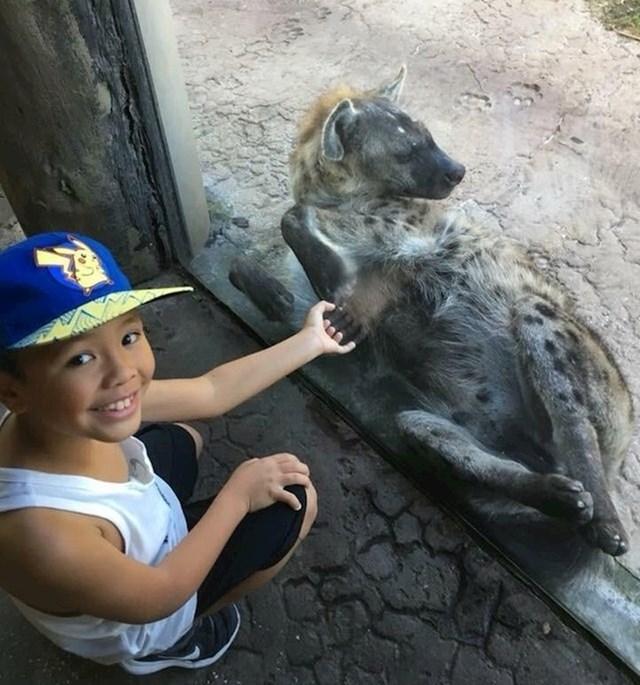 """""""Na trenutak sam mislila da se hijena rukuje s mojim unukom."""""""