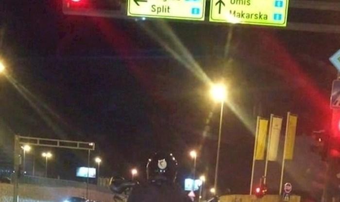 Vozač iz Dalmacije nije mogao vjerovati svojim očima kad je čekao na semaforu i odjednom ugledao ovo