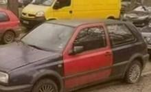 Čovjek je hodao ulicom pa primijetio zanimljiv detalj kad je ugledao ova dva auta