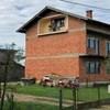 Dok je hodao kroz selo, ugledao je čudan prizor: Pogledajte što vlasnik ove kuće drži na lođi