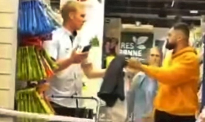 VIDEO Ovaj lik hoda okolo i baca ljudima ručnike na glave, pogledajte zbog čega je video urnebesan