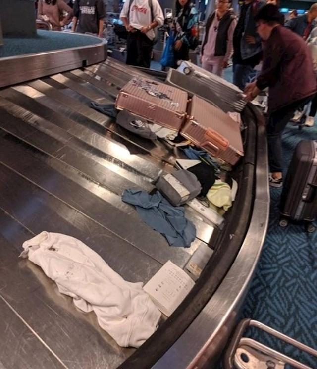 Ono kad na zračnoj luci čekaš svoju prtljagu i dočeka te ovo...
