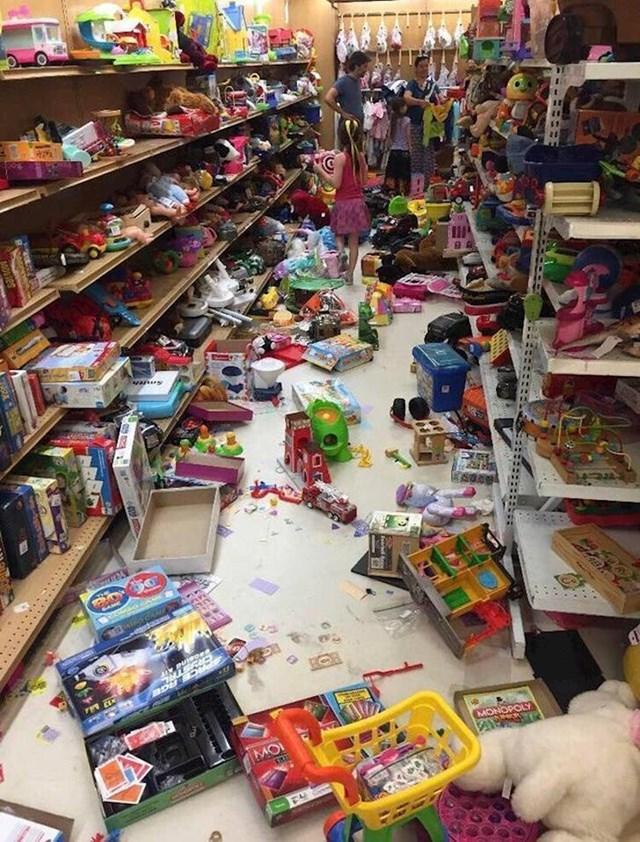 Djeca su radila kaos, a roditelji su samo gledali...