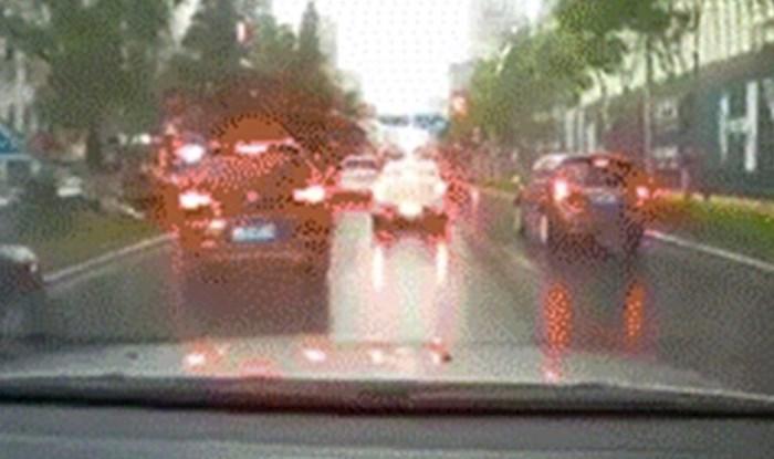 Vozili su se kroz grad pa ostali šokirani kad su vidjeli što im se pred očima dogodilo