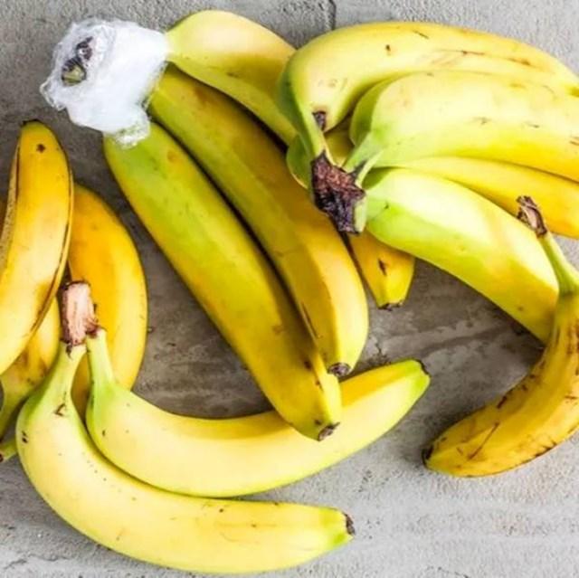 Banane mogu duže ostati žute ako vrh ovako omotate plastičnom folijom.