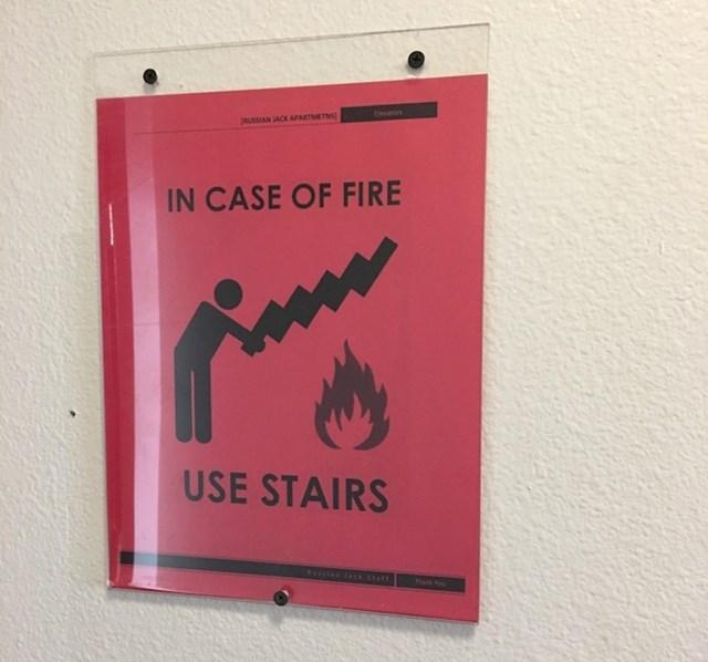 Zaboravi aparat za gašenje požara. U slučaju vatre koristi stepenice i BJEŽI.