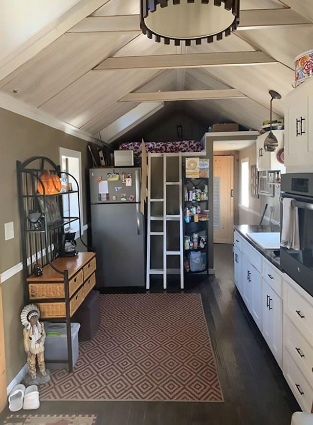 Kuhinja je dobro opremljena i ima sve što bi normalna kuhinja trebala imati.