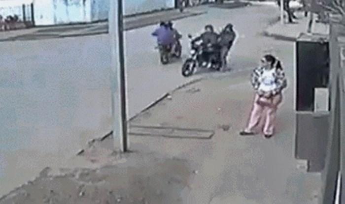 Htjeli su joj ukrasti torbicu nasred ulice, pogledajte kako im je u sekundi uništila plan