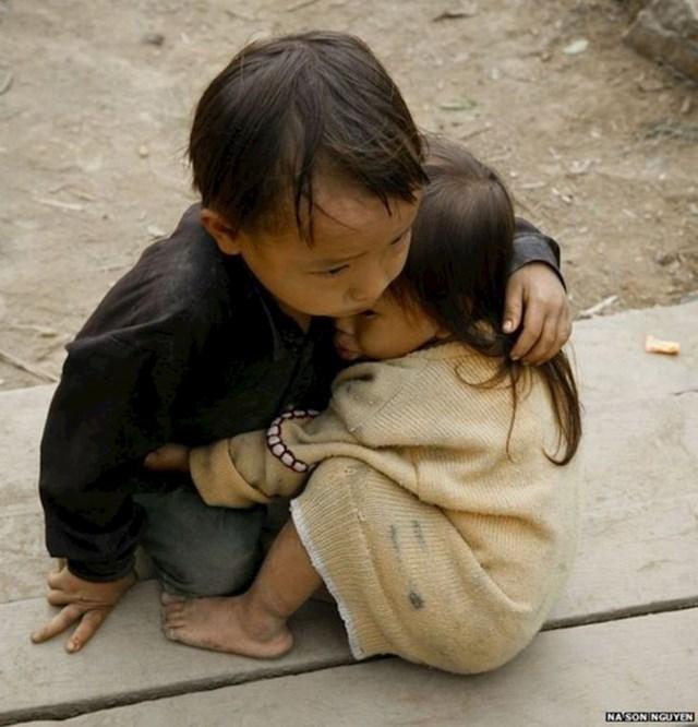 Dječačić brani seku od potresa