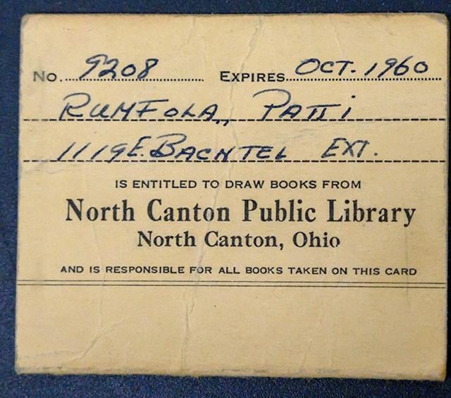 U torbici su bile raznorazne stvari koje su opisivale Pattijin tadašnji tinejdžerski život. Našli su člansku iskaznicu knjižnice, kalendare, fotografije, šminku...