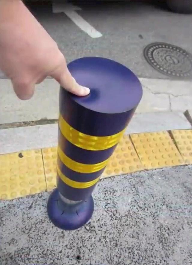Na parkingu se koriste gumeni / plastični stupovi koji ne mogu oštetiti nečiji auto.