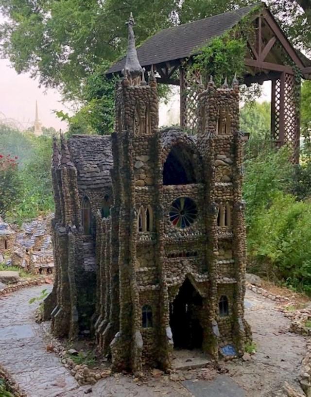 Ova nevjerojatna minijaturna katedrala napravljena je od sitnih kamenčića!