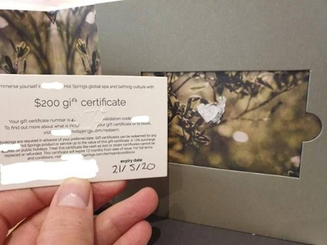 I za kraj, ultimativni promašaj: Dobio je poklon karticu u vrijednosti od 200 dolara, no validacijski broj se poderao. Krasno.