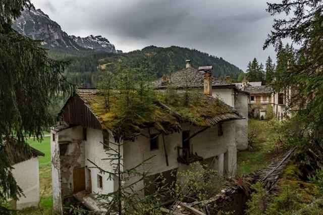 Na ovoj kući u Italiji raste šuma...