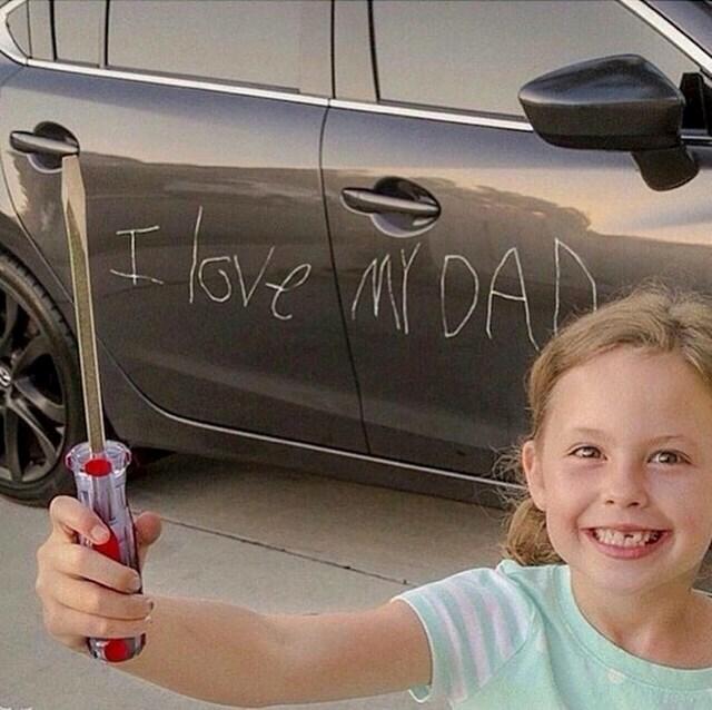 Kći mu je napisala poruku za Dan očeva. Stvarno se nadamo da je fotošopirano. :)