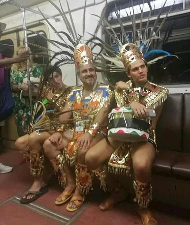 Meksički navijači u moskovskoj podzemnoj željeznici slikani za vrijeme svjetskog prvenstva u nogometu
