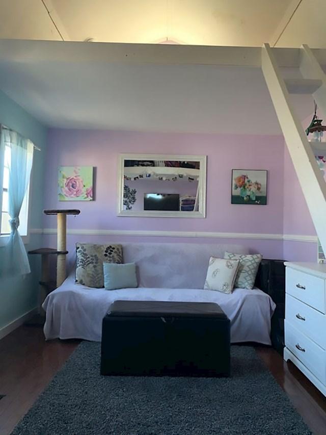Neki zidovi su roze boje i općenito se odmah primijeti da ovdje živi djevojka.