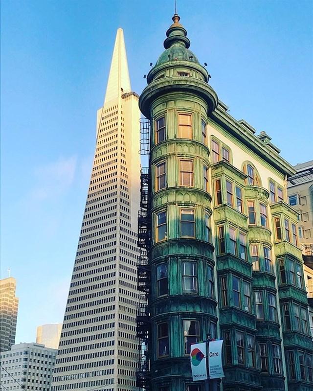 Fotografija na kojoj se stara arhitektura susreće s novijom.