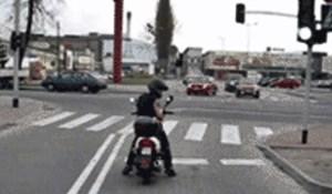 Svirnuo je motoristu koji je stajao na zelenom svjetlu, uslijedila je šokantna scena