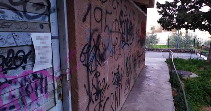 Na vratima išarane kuće u Splitu našli su poruku koja je začudila prolaznike