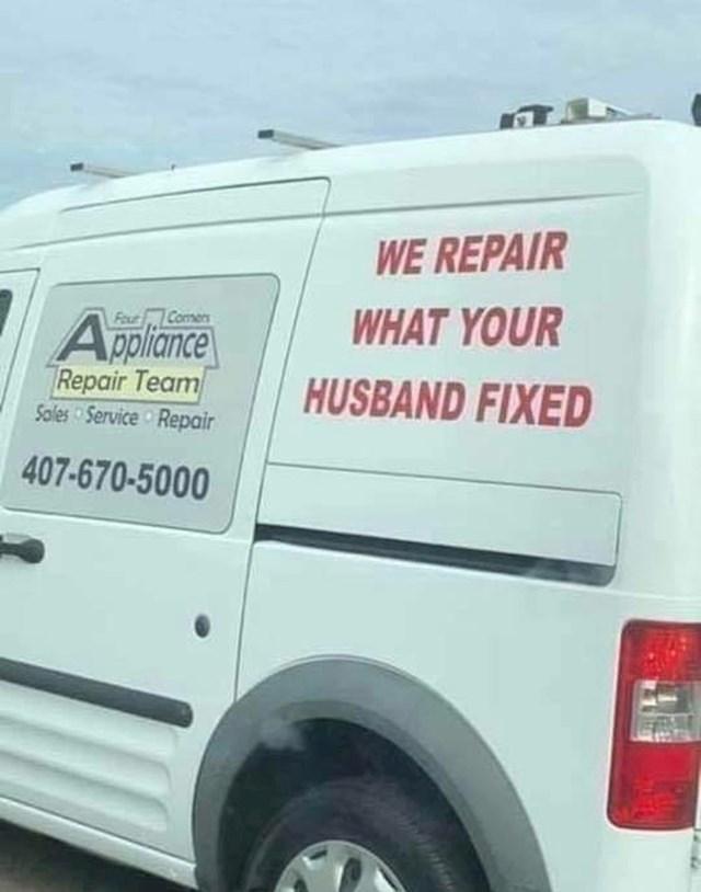 """Ovi radnici su imali zanimljiv natpis na službenom vozilu: Popravljamo ono što je vaš muž """"popravio"""""""