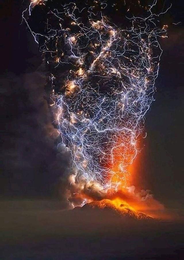 """Zastrašujuća prirodna pojava koja se zove """"vulkanska munja"""""""