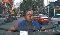 VIDEO Vozač je snimio bliski susret s čudakom koji je hodao nasred ceste