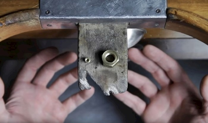 VIDEO Muškarac je uzeo najobičniju metalnu maticu i napravio nešto što je zadiviti svaku ženu