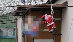 I Djed Božićnjak se uključio u predizbornu kampanju?! Pogledajte što je prolaznik slikao na nečijoj ogradi