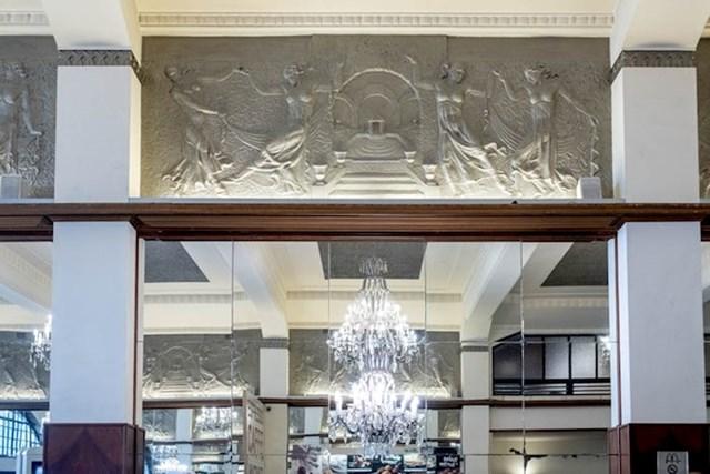 """""""I ukrasne reljefe je radio Moreira. Čitavu kavanu dizajnirao je švicarski arhitekt Ernesto Korrodi koji se s 19 godina preselio u Portugal."""""""