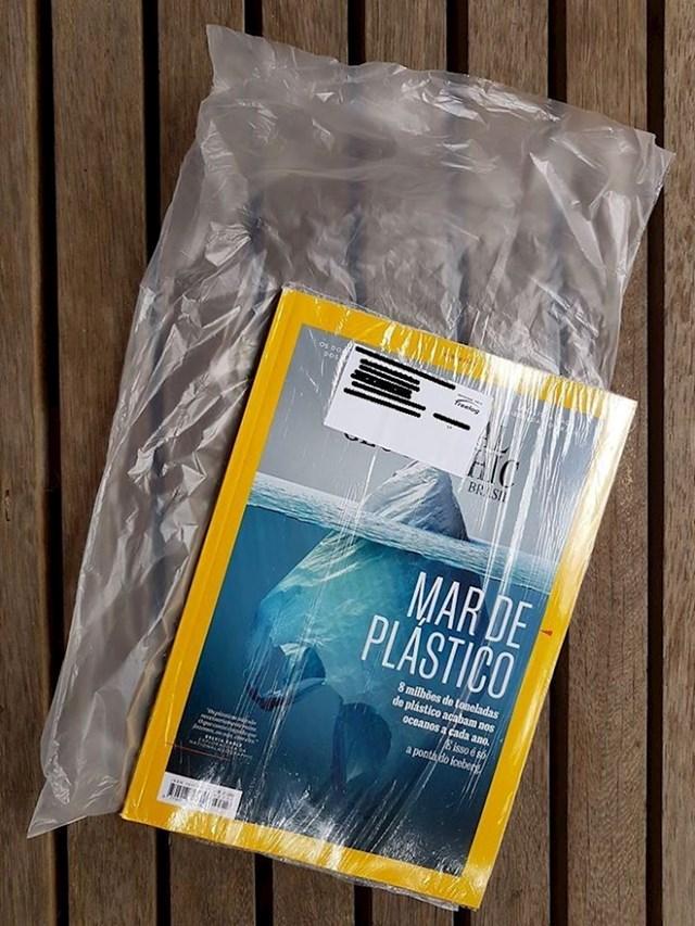 Časopis koji je pisao o štetnosti plastike bio je omotan u plastici.