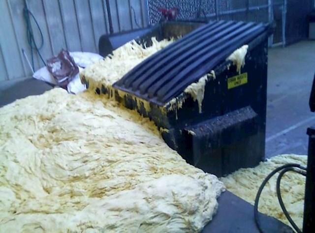 Radnici iz pekare su stavili malo previše kvasca u mješavinu za kruh...