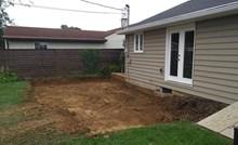 Očistio je prostor ispred kuće pa napravio veliku terasu koja je oduševila njegovu ženu