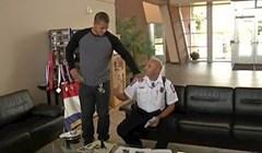 """Policajca su pozvali na """"intervju"""", a onda mu je prišao mladić i pitao ga nešto važno"""