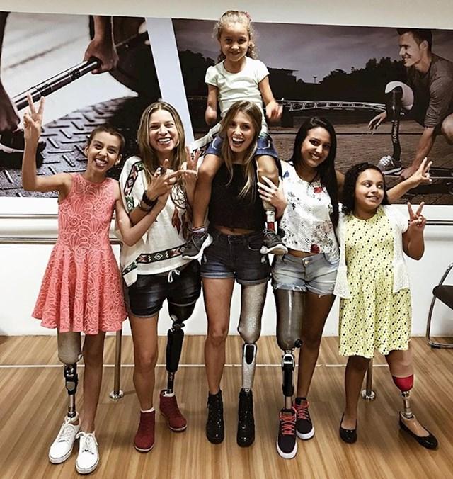 Brazilska manekenka Paola Antonini nema jednu nogu, ali zato ima puno životne energije. Pomaže ljudima s istim hendikepom.