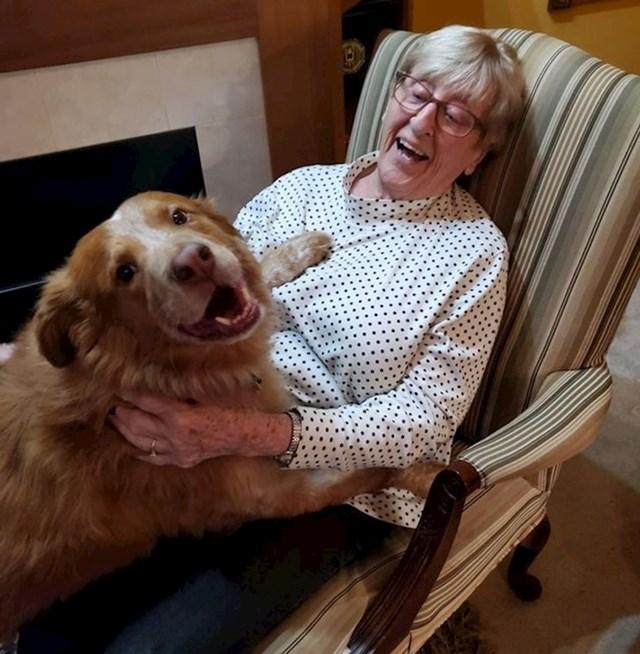 Pas joj je došao čestitati 89. rođendan.