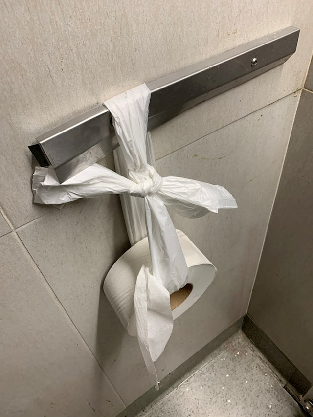 Netko je u WC-u imao zanimljivo rješenje.